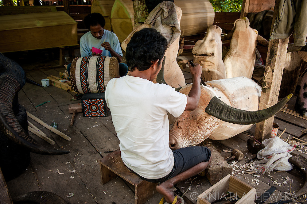 Indonesia, Sulawesi, Tana Toraja. Workshop.<br /> <br /> Tana Toraja, situated in the south of Sulawesi, sometimes reminds alive museum full of traditional boat-shaped houses painted with Torajan patterns, burial caves or hanging graves guarded by tau tau (a deceased shaped wooden sculptures(, all of them situated in a beautiful scenery of green rice terraces.
