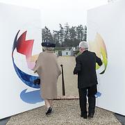 NLD/Apeldoorn/20190402 - Beatrix opent tentoonstelling The Garden of Earthly Worries , Prinses Beatrix en Daniel Libeskind openen de tentoonstelling