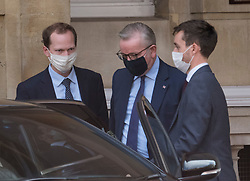 © Licensed to London News Pictures. 10/09/2020. London, UK. Chancellor of the Duchy of Lancaster MICHAEL GOVE (centre) is seen leaving Lancaster House in London following a meeting with EU officials including Michel Barnier. British Prime Minister Boris Johnson has threatened to overwrite parts of the EU withdrawal agreement signed with Brussels last October. Photo credit: Ben Cawthra/LNP
