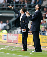 Photo: Steve Bond.<br />Derby County v Leeds United. Coca Cola Championship. 06/05/2007. Dennis Wise (L) & Gus Poyet (R) give instruction from the touchline