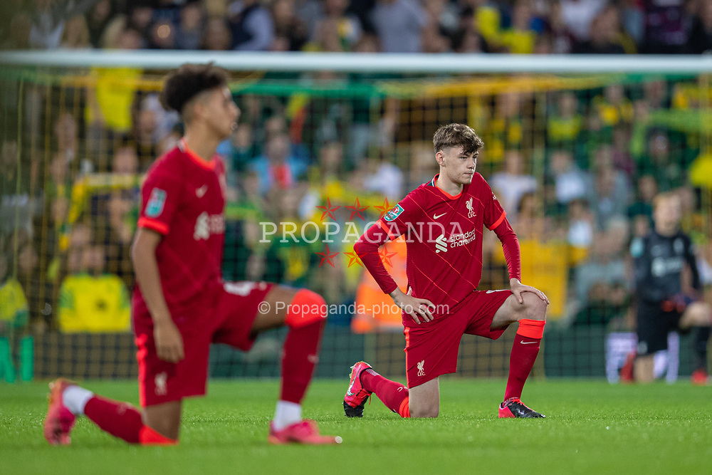 NORWICH, ENGLAND - Tuesday, September 21, 2021: Liverpool's Conor Bradley kneels down (takes a knee) in support of the Black Lives Matter movement before the Football League Cup 3rd Round match between Norwich City FC and Liverpool FC at Carrow Road. Liverpool won 3-0. (Pic by David Rawcliffe/Propaganda)