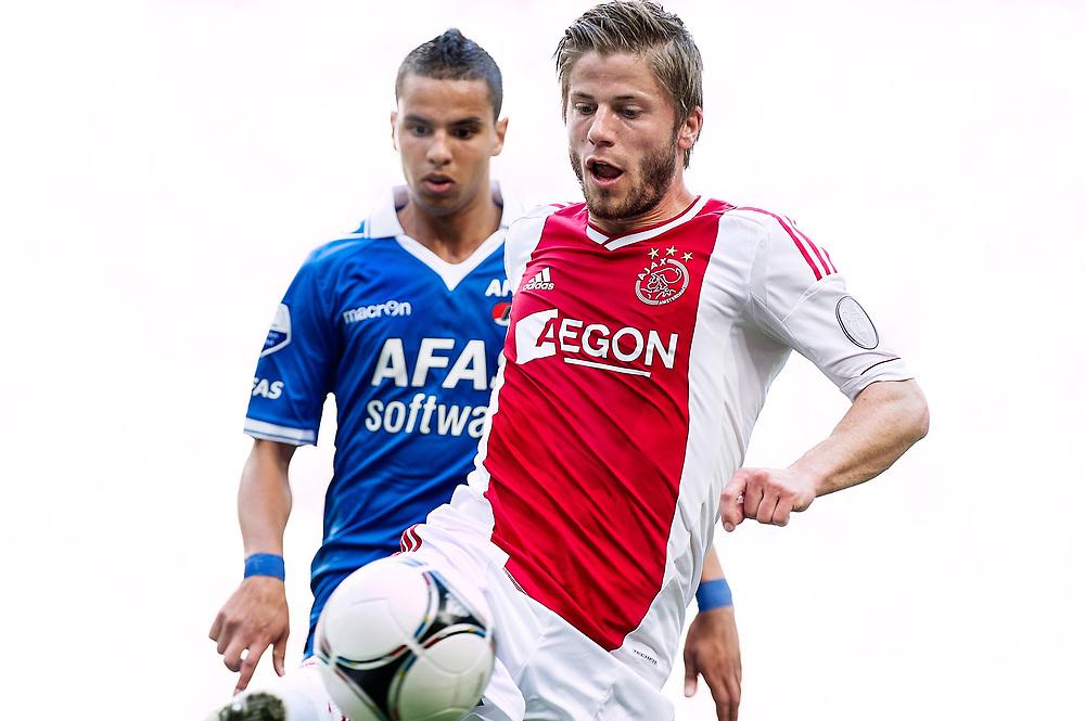 Nederland. Amsterdam, 12-08-2012. Foto: Patrick Post.  Ajax-Az. Eindstand: 2-2.  Ajacied Lasse Schone in duel om de bal met AZ speler Adam Maher.