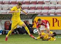 Magnus Kofod Andersen (Danmark) i klemme mellem Artem Bondarenko og Serhiy Buletsa (Ukraine) under U21 EM2021 Kvalifikationskampen mellem Danmark og Ukraine den 4. september 2020 på Aalborg Stadion (Foto: Claus Birch).