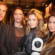 NLD/Amsterdam/20151110 - Life After Football Award 2015, Richard Witschge en partner Lia Huis in 't Veld en dochters Joelle, Keli,