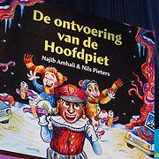 NLD/Amsterdam/20131112 - Presentatie DE Sinterklaasboeken, boek