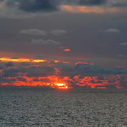 """""""Oceano (paisagem) fotografado na costa brasileira, entre o Rio De Janeiro e o Paraná. Registro feito em 2007.<br /> <br /> <br /> <br /> ENGLISH: Ocean Landscape Photographed on the Brazilian coast between Rio De Janeiro and Paraná. Picture made in 2007."""""""