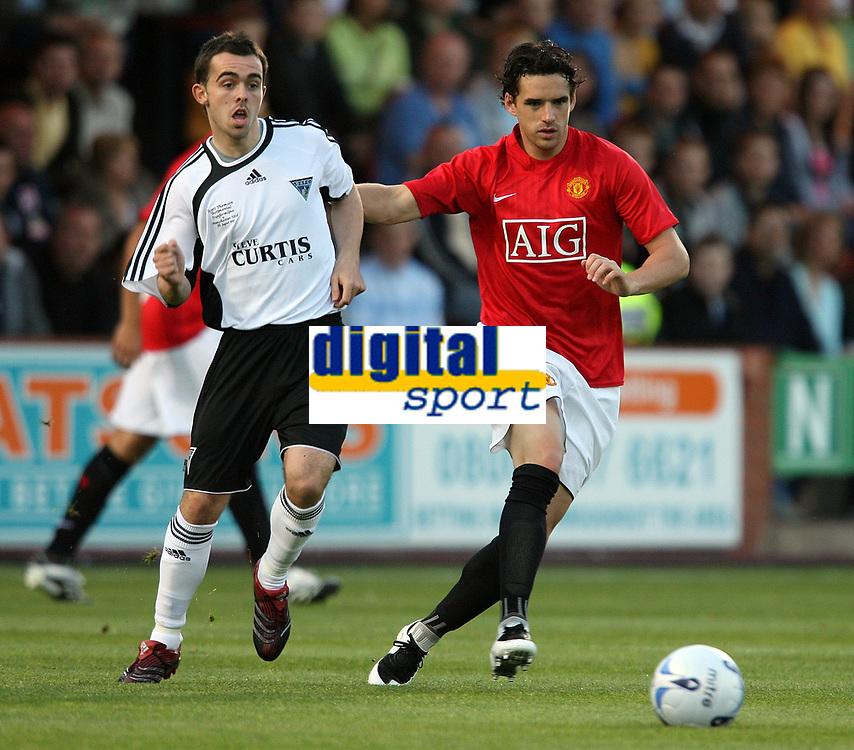 Photo: Paul Thomas. <br /> Dunfermline v Manchester United. Pre season Friendly.<br /> 08/08/2007. <br /> <br /> NIcky Phinn (L) passes away from Owen Hargreaves of `utd.