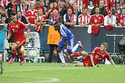19.05.2012, Allianz Arena, Muenchen, GER, UEFA CL, Finale, FC Bayern Muenchen (GER) vs FC Chelsea (ENG), im Bild Toni KROOS (Bayern Muenchen), rechts, klaert gegen Salomon KALOU (FC Chelsea) // during the Final Match of the UEFA Championsleague between FC Bayern Munich (GER) vs Chelsea FC (ENG) at the Allianz Arena, Munich, Germany on 2012/05/19. EXPA Pictures © 2012, PhotoCredit: EXPA/ Eibner/ Eckhard Eibner..***** ATTENTION - OUT OF GER *****