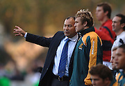 2005 Rugby, Investec Challenge, England vs Australia, Wallabies National coach Eddie Jones [left] chats with Matt Giteau before putting him into the game.  RFU Twickenham, ENGLAND:     12.11.2005   © Peter Spurrier/Intersport Images - email images@intersport-images..