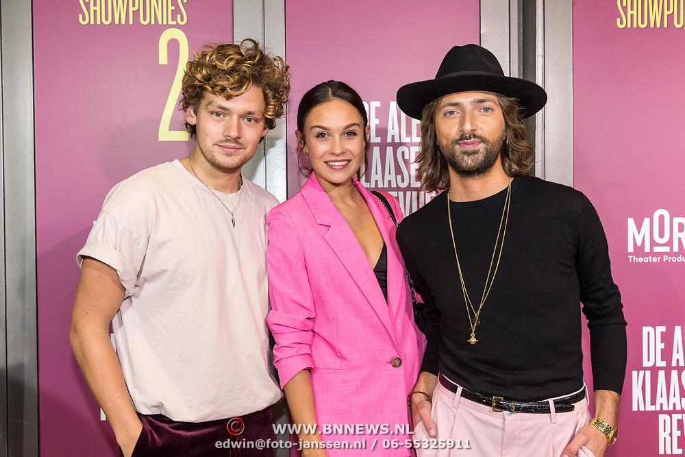 NLD/Amsterdam/20191007 - Premiere van De Alex Klaasen Revue - Showponies 2, Soy Kroon met partner Holly Mae Brood en Tommy Driessen