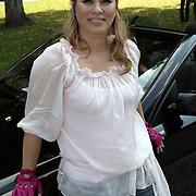 NLD/Amsterdam/20080910 - Beau Monde Rally 2008, Antje Monteiro voor haar auto