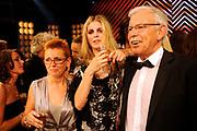 De grote finale van Holland's Next Top Model seizoen 4 tijdens een grote liveshow in de Lichtfabriek in Haarlem  Ananda Lândertine is de winnares van Holland's Next Top Model. Hier op de foto met haar ouders