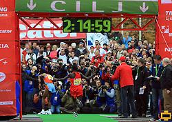 Drugouvrsceni Ibrahim Limo v cilju na 13. Ljubljanskem maratonu po ulicah Ljubljane, 26. oktobra 2008, Ljubljana, Slovenija. (Photo by Vid Ponikvar / Sportal Images)/ Sportida)