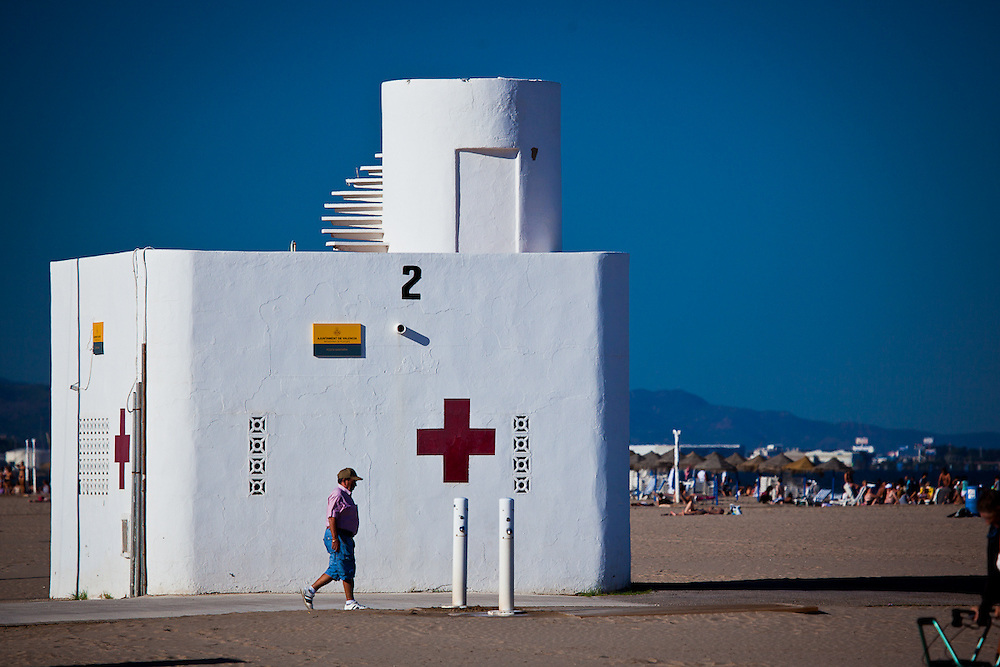 This structure caught my eye. It is a life guard station on a huge strech of beach. The circular staircase is so cool!