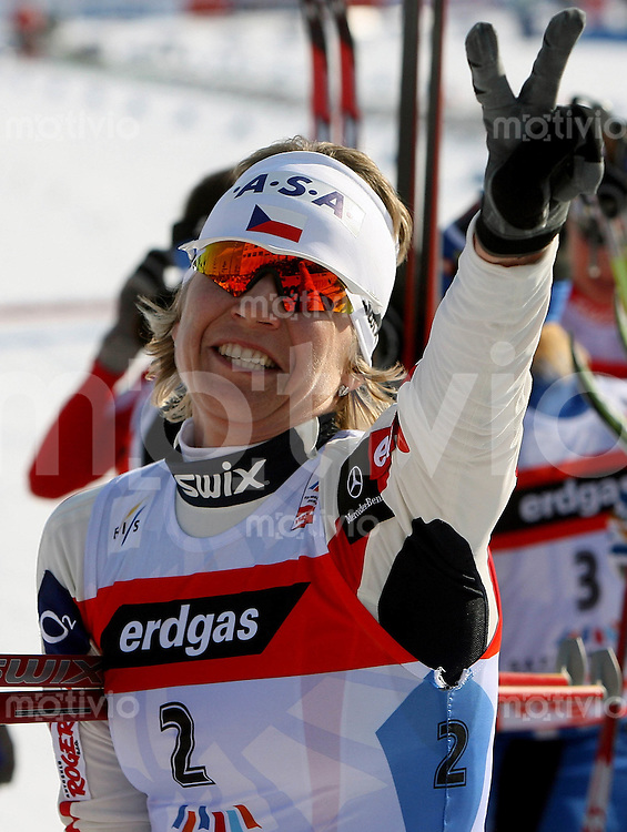 Sapporo , 250207 , Nordische Ski Weltmeisterschaft  Langlauf Doppel - Verfolgung Frauen ,  Katerina NEUMANNOVA (CZE) jubelt im Ziel ueber Platz 2
