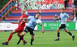 FODBOLD: Paw Bendixen (Helsingør) i kamp med Kristian Nielsen (B.93) under kampen i Landspokalturneringen, 2. runde, mellem Elite 3000 Helsingør og B.93 den 23. august 2006 på Helsingør Stadion. Foto: Claus Birch