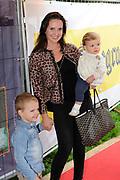 Prinses Maxima en haar drie dochters bij premiere Fantasia de Muisical<br /> <br /> Op de foto: Marie-Claire Witlox