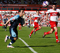 Photo: Steve Bond.<br />Walsall v Swansea City. Coca Cola League 1. 25/08/2007. Leon Britton attacks