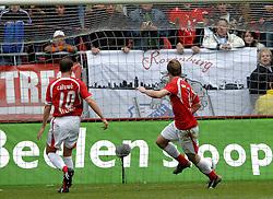 22-10-2006 VOETBAL: UTRECHT - DEN HAAG: UTRECHT<br /> FC Utrecht wint in eigenhuis met 2-0 van FC Den Haag / Cedric van der Gun scoort de 2-0<br /> ©2006-WWW.FOTOHOOGENDOORN.NL
