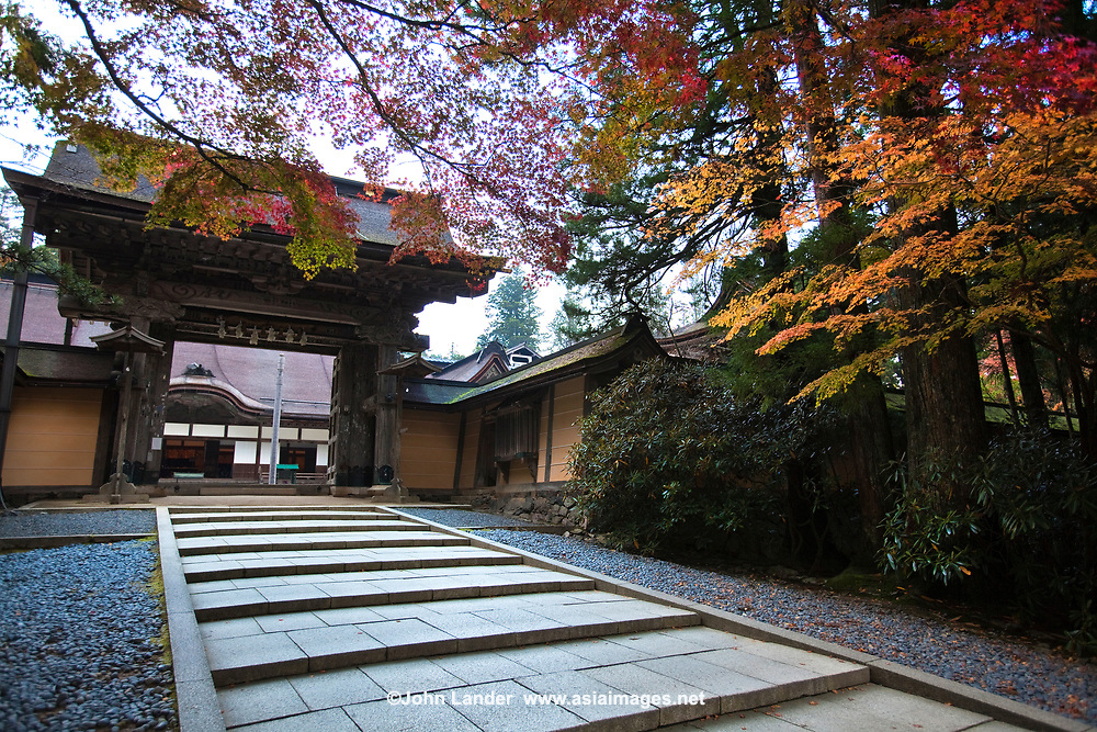 52.3 Kongobuji 金剛峯寺 - Temple of the Diamond Mountain Peak, the head of Shingon Esoteric Buddhism in Japan, was originally founded by warlord Toyotomi Hideyoshi to commemorate the death of his mother.  Besides its famous dry landscape garden and its association with Kobo Daishi, the temple is renowned for its many gold leaf sliding door fusuma with artwork displaying the life of Kobo Daishi, who was one of the leading figures Japanese history.
