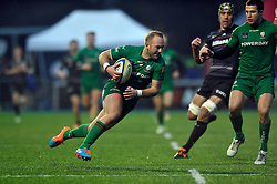 Shane Geraghty of London Irish in attack - Photo mandatory by-line: Patrick Khachfe/JMP - Mobile: 07966 386802 03/01/2015 - SPORT - RUGBY UNION - London - Allianz Park - Saracens v London Irish - Aviva Premiership