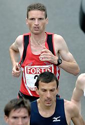 09-04-2006 ATLETIEK: FORTIS MARATHON: ROTTERDAM<br /> De 26e editie van de marathon van Rotterdam - Jeroen van Damme moest uitstappen<br /> ©2006-WWW.FOTOHOOGENDOORN.NL