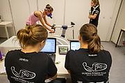 In Amsterdam wordt bij de VU een kandidaat getest. In september wil het Human Power Team Delft en Amsterdam, dat bestaat uit studenten van de TU Delft en de VU Amsterdam, tijdens de World Human Powered Speed Challenge in Nevada een poging doen het wereldrecord snelfietsen voor vrouwen te verbreken met de VeloX 7, een gestroomlijnde ligfiets. Het record is met 121,81 km/h sinds 2010 in handen van de Francaise Barbara Buatois. De Canadees Todd Reichert is de snelste man met 144,17 km/h sinds 2016.<br /> <br /> With the VeloX 7, a special recumbent bike, the Human Power Team Delft and Amsterdam, consisting of students of the TU Delft and the VU Amsterdam, also wants to set a new woman's world record cycling in September at the World Human Powered Speed Challenge in Nevada. The current speed record is 121,81 km/h, set in 2010 by Barbara Buatois. The fastest man is Todd Reichert with 144,17 km/h.