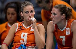 18-08-2016 BRA: Olympic Games day 13, Rio de Janeiro<br /> De Nederlandse volleybalsters hebben niet kunnen stunten met een plaats in de finale van het olympisch toernooi. China, dat in de groepsfase nog met 3-2 geklopt werd, won na een thriller van ruim twee uur: 3-1 (27-25, 23-25, 29-27, 25-23). / Myrthe Schoot #9, Quinta Steenbergen #7