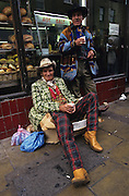 CITY GUIDE, LONDON. Romany  Gypsies, Brick Lane, London, England, Great Britain, Europe. Capital city. People, transport, shopping, lifestyle. Consumerism. Going out. Clubs, daytime, nightime. Tourism, visiting, attractions, tours, museums, food, eating,pubs, bars, drinking.