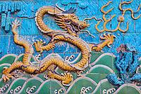 Chine, Pékin (Beijing), Cité Interdite, classée Patrimoine Mondial de l'UNESCO, le mur des neuf dragons // China, Beijing, Forbidden city, nine dragon wall