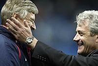 Fotball<br /> Foto: SBI/Digitalsport<br /> NORWAY ONLY<br /> <br /> Manchester City v Arsenal<br /> <br /> Carling Cup Rd3.<br /> <br /> 27/10/2004.<br /> <br /> Kevin Keegan shares a joke with Arsene Wenger