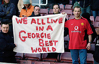 Photo: Daniel Hambury.<br />West Ham United v Manchester United. The Barclays Premiership. 27/11/2005.<br />Manchester's United fans with a flag for George Best.