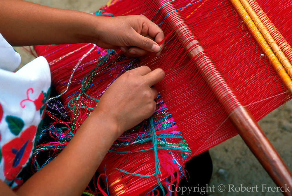 MEXICO, MAYAn, CHIAPAS Zinacantán; Tzotzil Indian weaver