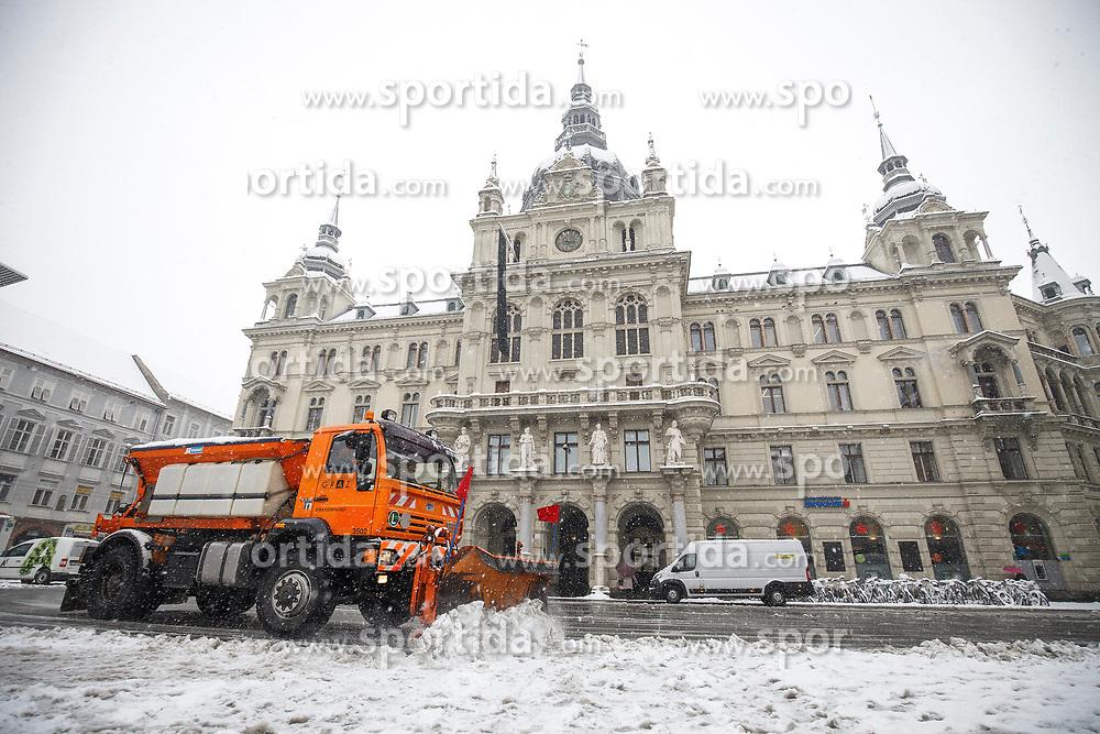 07.02.2018, Innenstadt, Graz, AUT, Schnee in Graz, im Bild Schneeräumung vor dem Rathaus am Hauptplatz am 7. Februar 2018, EXPA Pictures © 2018, PhotoCredit: EXPA/ Erwin Scheriau
