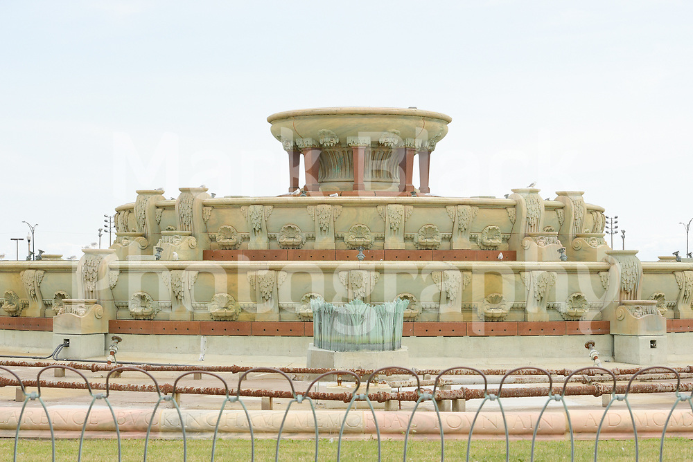 Chicago's Buckingham Fountain in the cities Grant Park, dating from 1927, is among the world's largest 3-level rococo fountain in Chicago, Illinois.<br /> Photo by Mark Black
