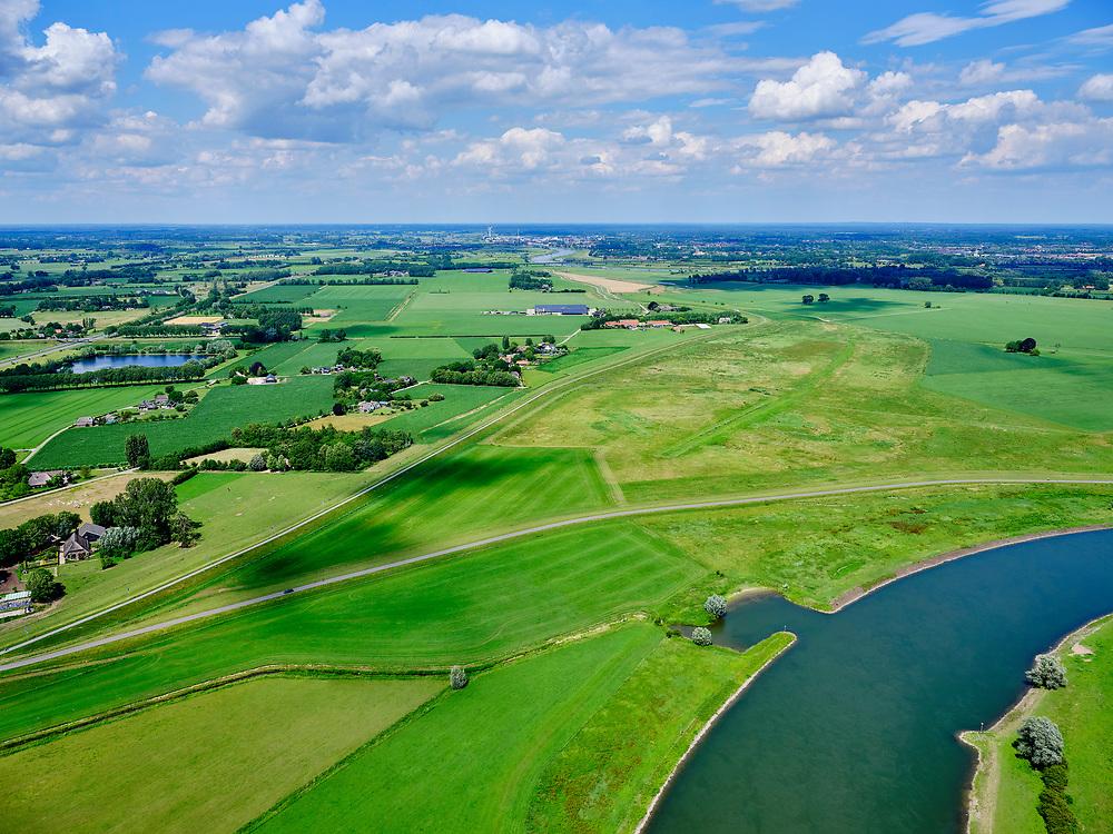 Nederland, Gelderland, Gemeente Brummen, 21–06-2020; rivier de IJssel, dijkverlegging Cortenoever. De Brummense Bandijk, de winterdijk rechts, is verlaagd en heeft een uitstroom-openingen gekregen en er is een nieuwe dijk aangelegd, meer landinwaarts. Het gebied tussen oude en nieuwe dijk is meestroom-gebied in geval van hoog water. Een gemaal <br /> Shifting the Cortenoever dike. A new (secondary) dike has been build, more landinward, the existing dike has been reduced in height to the to create exit opening. The area between old and new dike will flood in case of high water.<br /> <br /> luchtfoto (toeslag op standaard tarieven);<br /> aerial photo (additional fee required)<br /> copyright © 2020 foto/photo Siebe Swart