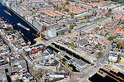 Nederland, Noord-Holland, Zaandam, 20-04-2015; binnenstad van Zaandam, zicht op De Dam (onder in beeld). Wilhelminsluis in rivier De Zaan.<br /> Zaandam city centre with river Zaan and dam and lock.<br /> luchtfoto (toeslag op standard tarieven);<br /> aerial photo (additional fee required);<br /> copyright foto/photo Siebe Swart