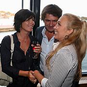 NLD/Zaandam/20070916 - Premiere Zeg eens AAA, cast, Monique Rossier en patner pratend met Kiki Classen