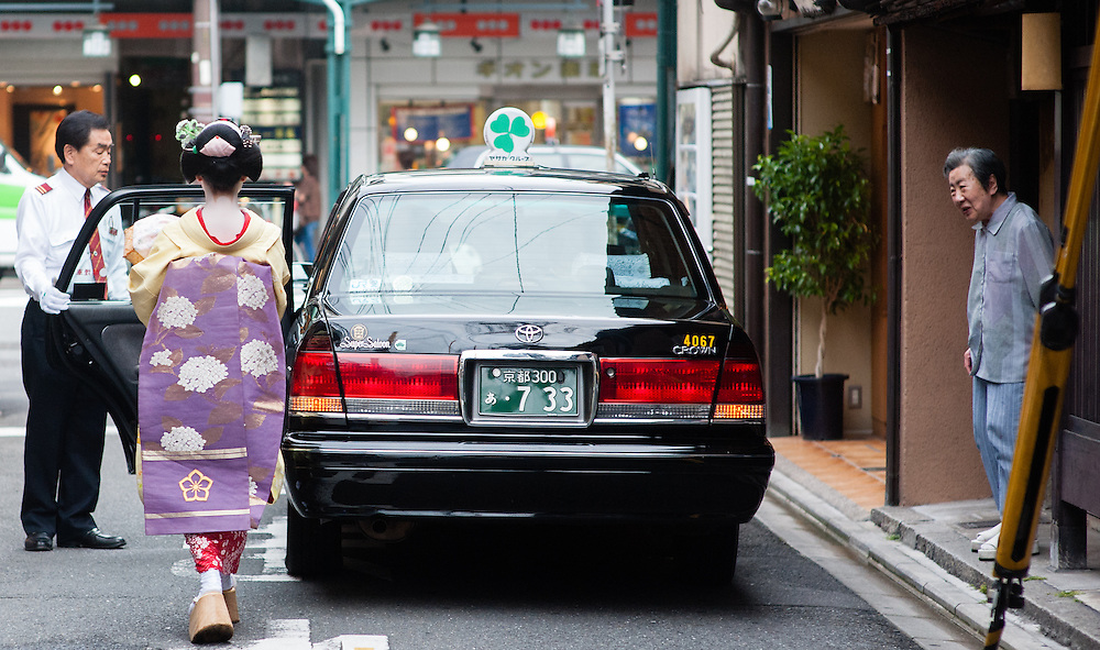 Geisha about to get into black cab in Gion district (Kyoto, Japan)