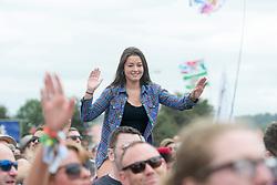 June 24, 2017 - Glastonbury, United Kingdom - Image licensed to i-Images Picture Agency. 23/06/2017. Glastonbury, United Kingdom. Fans enjoy the music at the  Glastonbury Festival, United Kingdom.  Picture by i-Images (Credit Image: © i-Images via ZUMA Press)