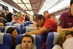 Pato Abbondanzieri, goleiro do Internacional no Mundial de Clubes da Fifa 2010, durante dentro do avião. O S.C. Internacional participa de 8 a 18 de dezembro do Mundial de Clubes da FIFA, em Abu Dhabi. FOTO: Jefferson Bernardes/Preview.com