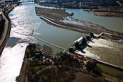 Nederland, Limburg, gemeente Maastricht, 07-03-2010; waterhuishouding van de Maas, links de stuw Borgharen met geheel links de ingang van het Julianakanaal. Het eiland Bosscherveld (r) is gedeeltelijk afgegraven, de Maas kan bij hoogwater in de toekomst ook over het eiland stromen. .Water management of the Meuse, left Borgharen weir, far left the entrance of the Juliana Canal. The island Bosscherveld (r) has been partially excavated,  in the future the Meuse will stream (partly) over the island..luchtfoto (toeslag), aerial photo (additional fee required).foto/photo Siebe Swart