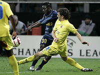 Milano, 29-03-06<br />Champion's League 05-06<br />Inter FC-Villareal<br />nella  foto Martins contrastato da Gonzalo<br />Foto Snapshot / Graffiti