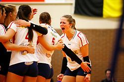 20141217 NED: Challenge Cup, Coolen Alterno - VDK Gent: Apeldoorn<br />Bianca Gommans, VDK Gent pept haar teamgenoten op.<br />©2014-FotoHoogendoorn.nl / Pim Waslander