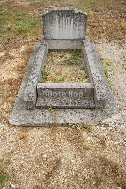 an old abandoned grave