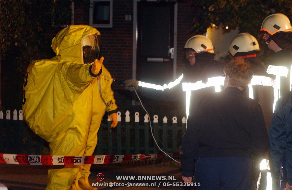 Verdacht poeder Kuinder 1 Huizen, afspuiten gaspakken, ontsmetten