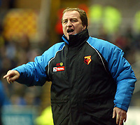 Photograph: Scott Heavey.<br />Reading v Watford. Nationwide Division One. 29/11/2003.<br />Ray Lewington, the Watford boss, barks orders