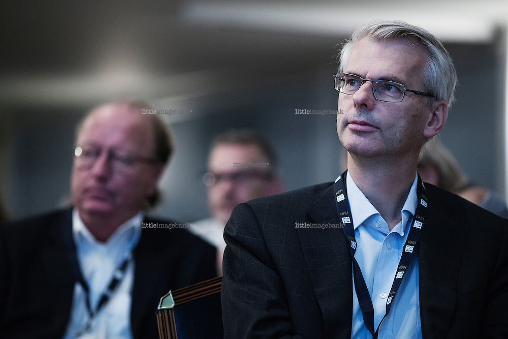 Oslo, Norge, 22.10.2014. Øystein Thøgersen (født 27. juni 1964) er en norsk økonom, med offentlig økonomi og makroøkonomi som viktigste fagfelt. Han er professor ved Norges Handelshøyskole. Foto: Christopher Olssøn.