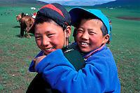 Mongolie, Province de l'Arkhangaï, Fête du Naadam, Course de chevaux  // Mongolia, Arkhanghai province, young boy at Naadam festival.
