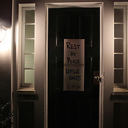 A sign on a door in Sandy Hook after the mass shootings earlier in the week at Sandy Hook Elementary School, Newtown, Connecticut, USA. 16th December 2012. Photo Tim Clayton